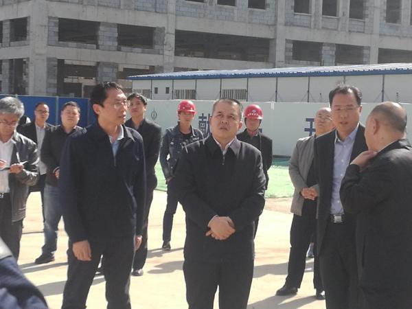刘峰市长亲临双创园工地万博体育手机版客户端1.jpg