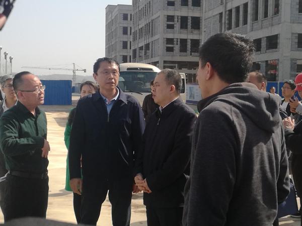 刘峰市长亲临双创园工地万博体育手机版客户端3.jpg